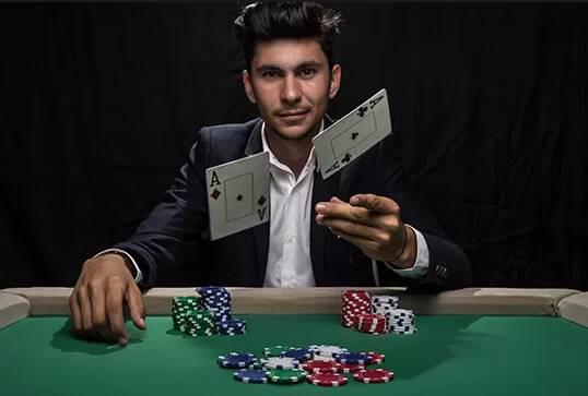 پوکر را حرفه ای بازی کنید