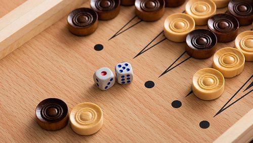 backgammon 790x450 1 790x448 1 - در هنگام شرط بندی روی این بازی ایرانی ، تخته نرد حرفه ای برای بردهای تضمین شده قانون می کند
